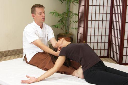 masaj thailandez - pozitia peste