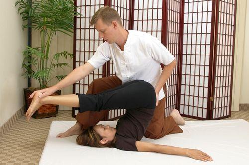 masaj thailandez - pozitia plug