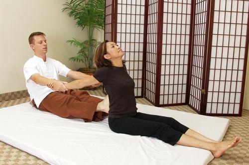 masaj thailandez presarea spatelui