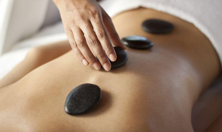 masaj cu pietre calde
